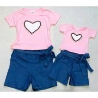 Conjunto jeans com blusa cor rosa