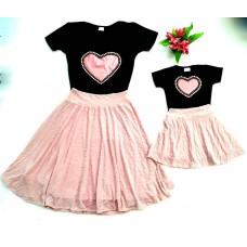Conjunto saia midi tule estampado rosê com blusa coração