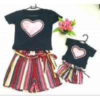 Conjunto shorts listra com blusa coração pt