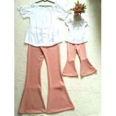 Conjunto flare rosê com blusa branca
