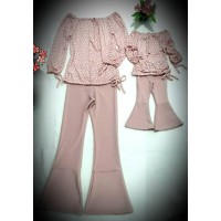 Conjunto flare rosê com blusa poá