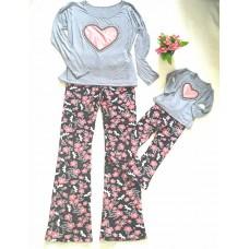 Conjunto flare moletin floral com blusa coração
